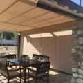 Pérgola en terraza con estructura de madera