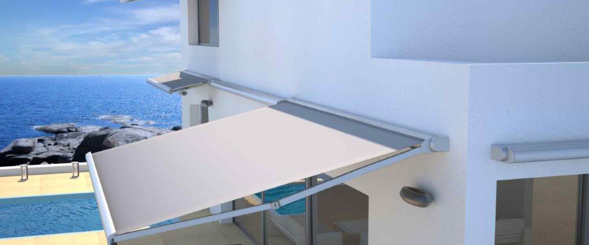 Toldo con brazo extensible modelo Ares con cofre de protección para lona y mecanismo adecuado para porches y terrazas con funcionamiento manual o eléctrico.
