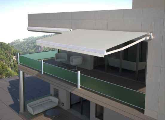 Toldo Veranda, modelo Eos con lona guiada y tensada para uso en terrazas y techos de cerramientos con accionamiento eléctrico y automático.